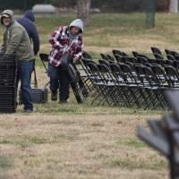 Workers set up folding chairs as they prepare for the Presidential Inauguration for incoming President Donald Trump at the U.S. Capitol in Washington Thursday. | AFP-JIJI