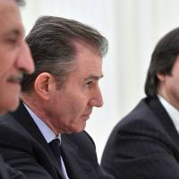 Participants in the Rosneft privatization deal — (from left) Qatar Investment Authority head Sheikh Abdulla bin Mohammed bin Saud al-Thani, Glencore CEO Ivan Glasenberg and Bank Intesa CEO Carlo Messina — attend a meeting with Russian President Vladimir Putin at the Kremlin on Wednesday. | AFP-JIJI