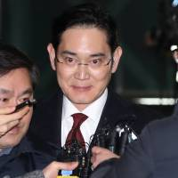 Samsung vice chairman grilled for hours in influence-peddling scandal