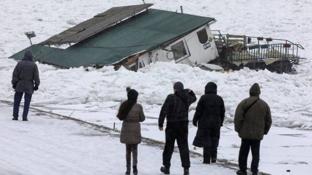 Serbia sends icebreakers out onto frozen Danube, fears flooding