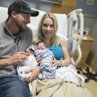 Arizona pair's twins delivered 10 minutes apart — in different years