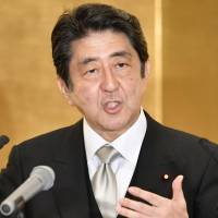 In New Year's speech, Abe prioritizes economic growth