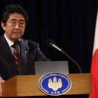 Abe to kick off Diet speech with call for talks on amending Constitution