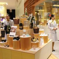 Tokyo 'satellite shops' seek to woo overseas visitors to the regions