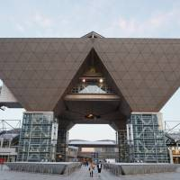 Small and midsize companies say the closure of Tokyo Big Sight, the nation's biggest convention center, before and after the Tokyo Olympic Games in 2020 will damage their business. | ISTOCK