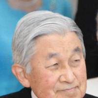 Abdication panel to lobby for one-off legislation for Emperor Akihito
