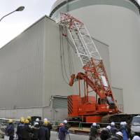 Crane falls on building with spent nuclear fuel at Takahama plant