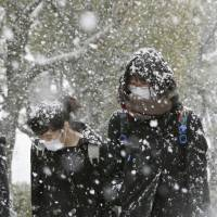 Heavy snow falls in Sea of Japan areas; much of country has coldest day of winter