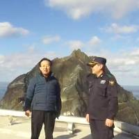South Korean provincial governor visits disputed islets