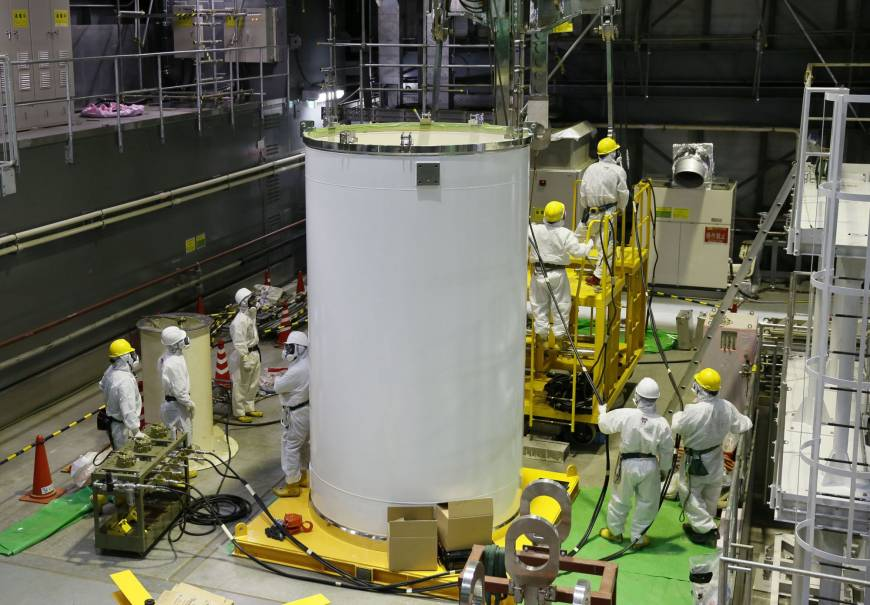 Law to make Tepco retain money for decommissioning costs