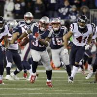 Lewis shines as Patriots oust Texans