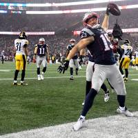Patriots rout Steelers to reach Super Bowl