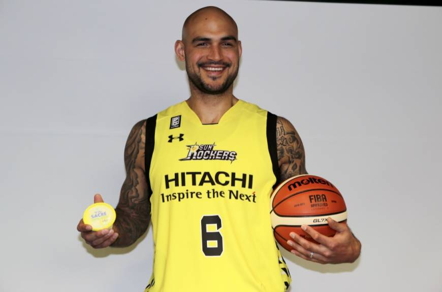 3519d96c136 Rob Sacre to the Sunrockers in Japan