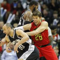 Hawks snap long run of futility against Spurs