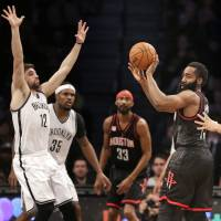 Rockets bounce back for easy win against Nets