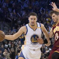 Warriors blast Cavaliers by 35