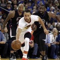 Curry refinds spark to lead Warriors past Clippers