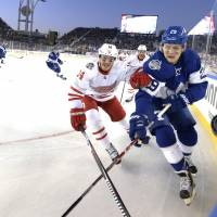 Maple Leafs edge Red Wings in Centennial Classic