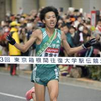 Aoyama Gakuin University's Yuya Ando gets ready to break the tape on Tuesday and give the school its third consecutive victory in the annual Tokyo-Hakone road relay race. | KYODO