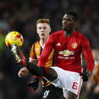United eases past Hull in first leg of semifinal