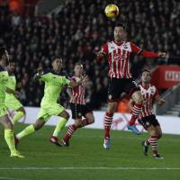 Southampton edges Liverpool in first leg