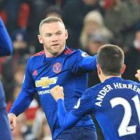 Rooney's record-setting strike salvages point for United