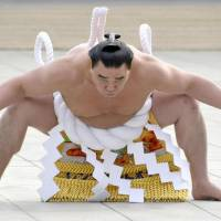 Yokozuna look to get back on track at New Year Basho