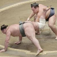 Yokozuna trio cruise as New Year Basho begins
