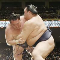 Kisenosato continues strong start at tourney