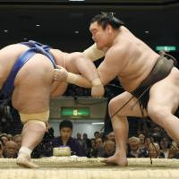 Leader Kisenosato improves to 12-1 as Goeido withdraws from tournament