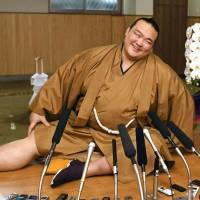 Kisenosato set to gain promotion, becoming first Japan-born yokozuna in 19 years