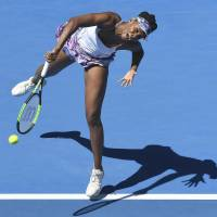 Venus turns back clock, makes semifinals
