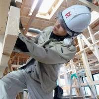 Small Shizuoka builder taps the ranks of college-educated carpenters