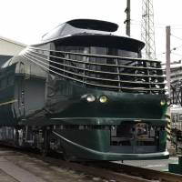 JR West unveils 10-coach luxury express train