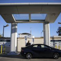 Shell to build California fueling stations to remain in step with Toyota's hydrogen program