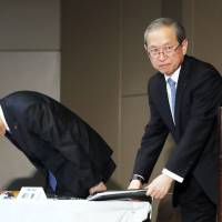 Scandal-hit Toshiba aims to raise ¥300 billion by selling preferred shares