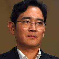 Samsung leader to be indicted on bribery, embezzlement charges