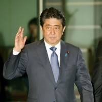 Can golf diplomacy help Abe score win-win on trade and defense?