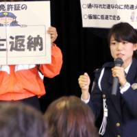 Aichi Prefectural Police Officer Maiko Sato speaks about traffic safety in Kariya, Aichi Prefecture, last month. | CHUNICHI SHIMBUN