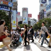 French pedestrians go on red while Japanese wait at traffic signals: study