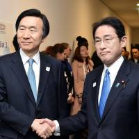 Foreign Minister Fumio Kishida (right) and his South Korean counterpart, Yun Byung-se, pose in Bonn, Germany, on Friday.   KYODO