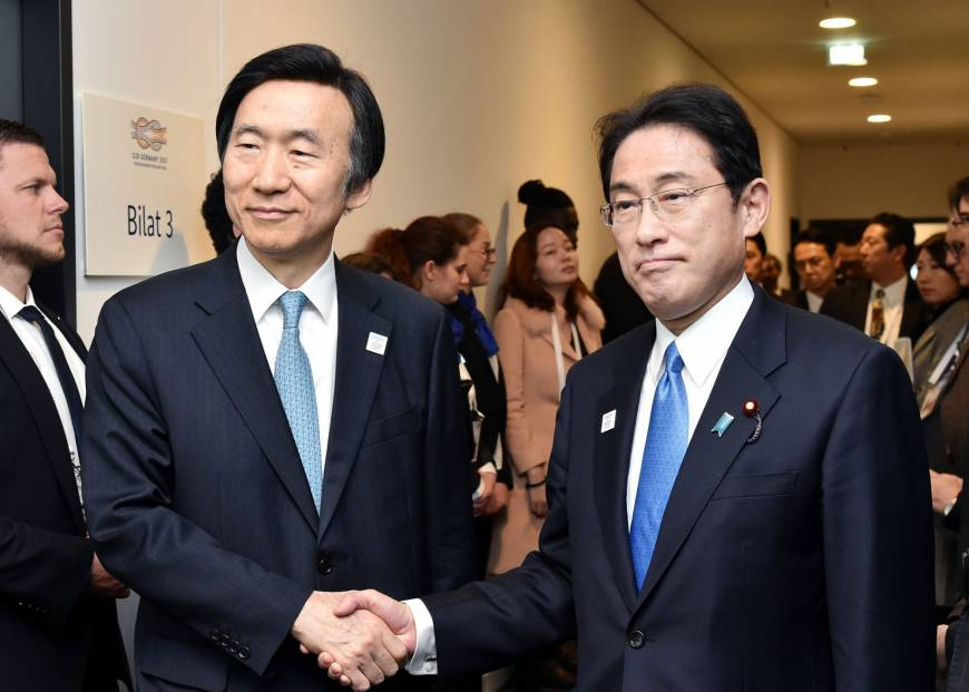 Kishida meets with South Korean counterpart, demands removal of 'comfort women' statue in Busan