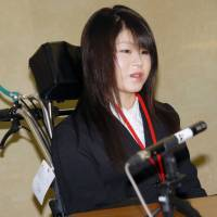 Erina Sonoda, a 20-year-old college student, speaks at a news conference Monday. She is one of 28 plaintiffs whose lawsuit against the government and drugmakers over health problems allegedly caused by cervical cancer vaccine shots started Monday.   KYODO