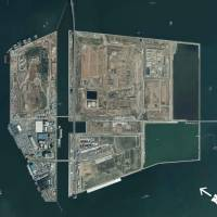 A bird's-eye view of the Central Breakwater landfill sites (left, middle) and the New Sea Surface Disposal Site (right). | COURTESY OF THE TOKYO METROPOLITAN GOVERNMENT BUREAU OF ENVIRONMENT