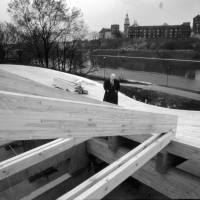 Andrzej Wajda poses for a photograph near the frame of the Manggha Museum of Japanese Art and Technology on the banks of the Vistula River in Krakow during construction. | COURTESY OF MANGGHA MUSEUM OF JAPANESE ART AND TECHNOLOGY IN KRAKOW / ANDRZEJ WAJDA'S ARCHIVE / PHOTO BY RAFAL SOSIN
