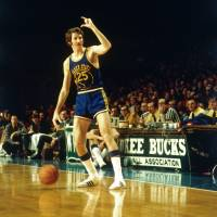 Jim Barnett, playing for the Golden State Warriors in 1971, considers Hall of Famer Rick Barry an underappreciated legend. | GOLDEN STATE WARRIORS