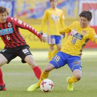Consadole Sapporo (left) took on Vegalta Sendai on the opening day of the J. League season last Saturday. | KYODO