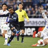 Gamba salvage draw with Ventforet in season opener