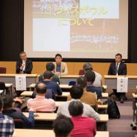 X League coaches exchange their opinions during a panel discussion at Saturday's football conference in Tokyo. | HIROAKI YAMADA