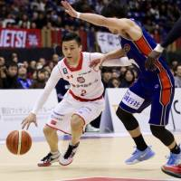 Chiba Jets point guard Yuki Togashi  tends to go to his left on pick-and-roll plays, according to data gleaned by Synergy, a web-based analytics platform.   KAZ NAGATSUKA